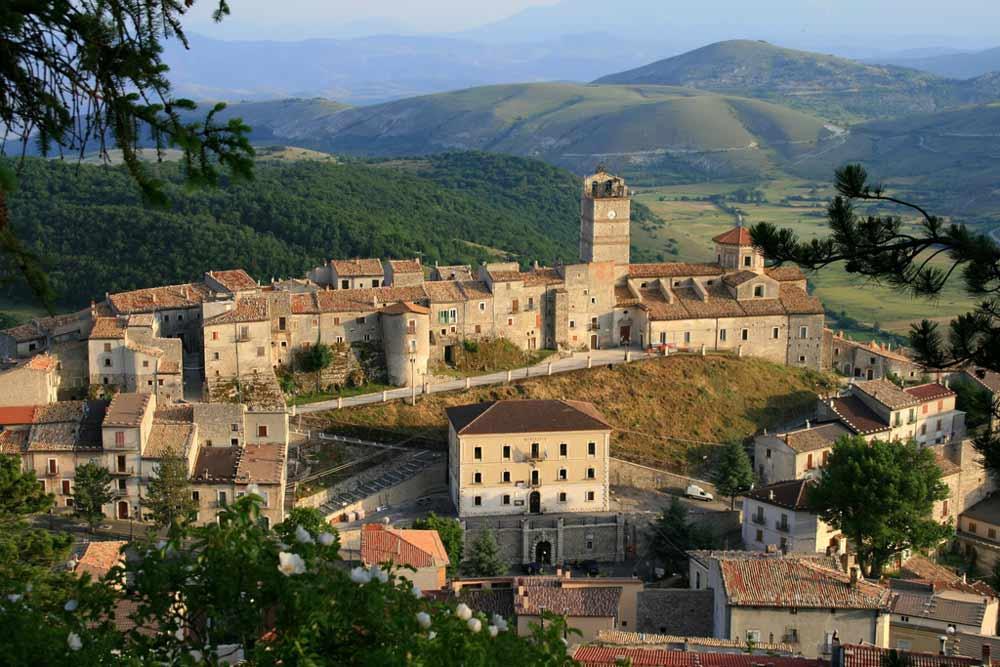 Abruzzo-castel-del-monte