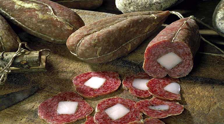 """Campotosto mortadella or """"Coglioni di mulo"""""""