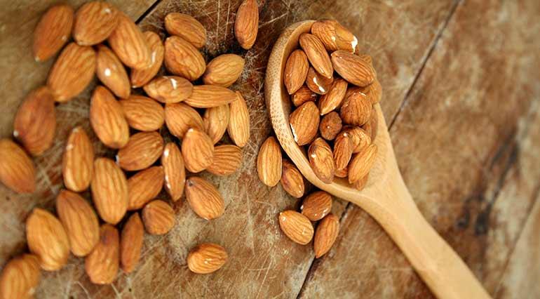 """Navelli Almonds """"l'Mmall"""""""