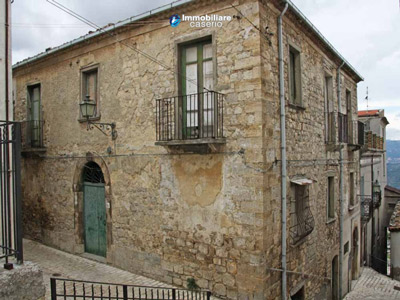 Historical building for sale to renovate in Montefalcone del Sannio, Campobasso, Molise