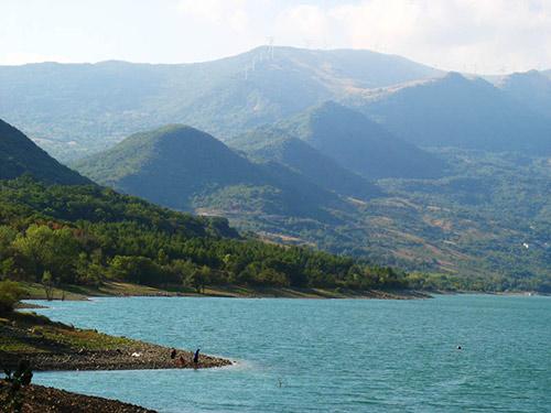 Bomba-lake-Italy