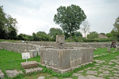 Saepinum-Fountain-Grifo-Sepino