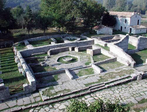 campus-Pool-porticus-Sepino