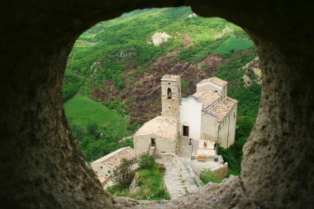 church-of-san-pietro- roccascalegna
