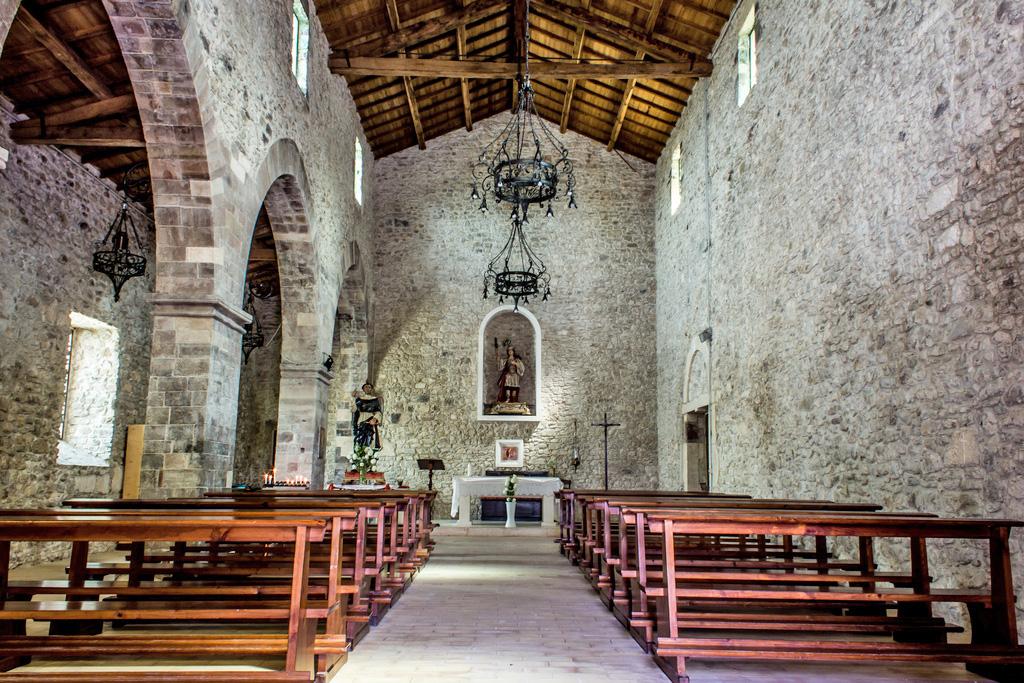 internal-church-of-san-pietro-roccascalegna-chieti