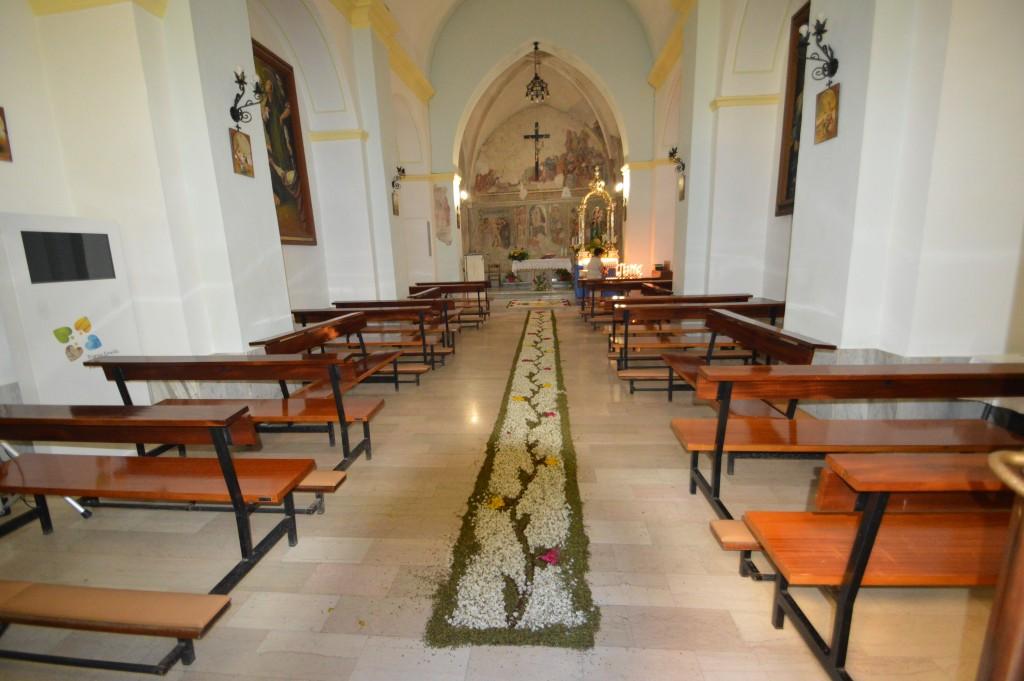internal-church-carunchio