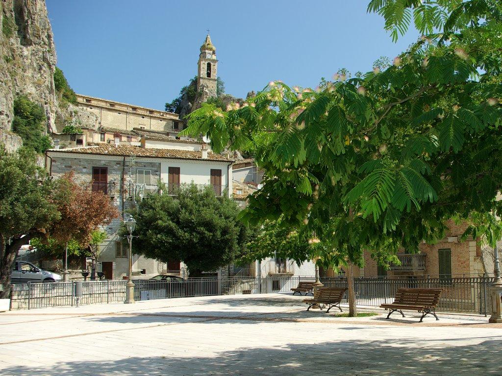Bagnoli del Trigno olmo square