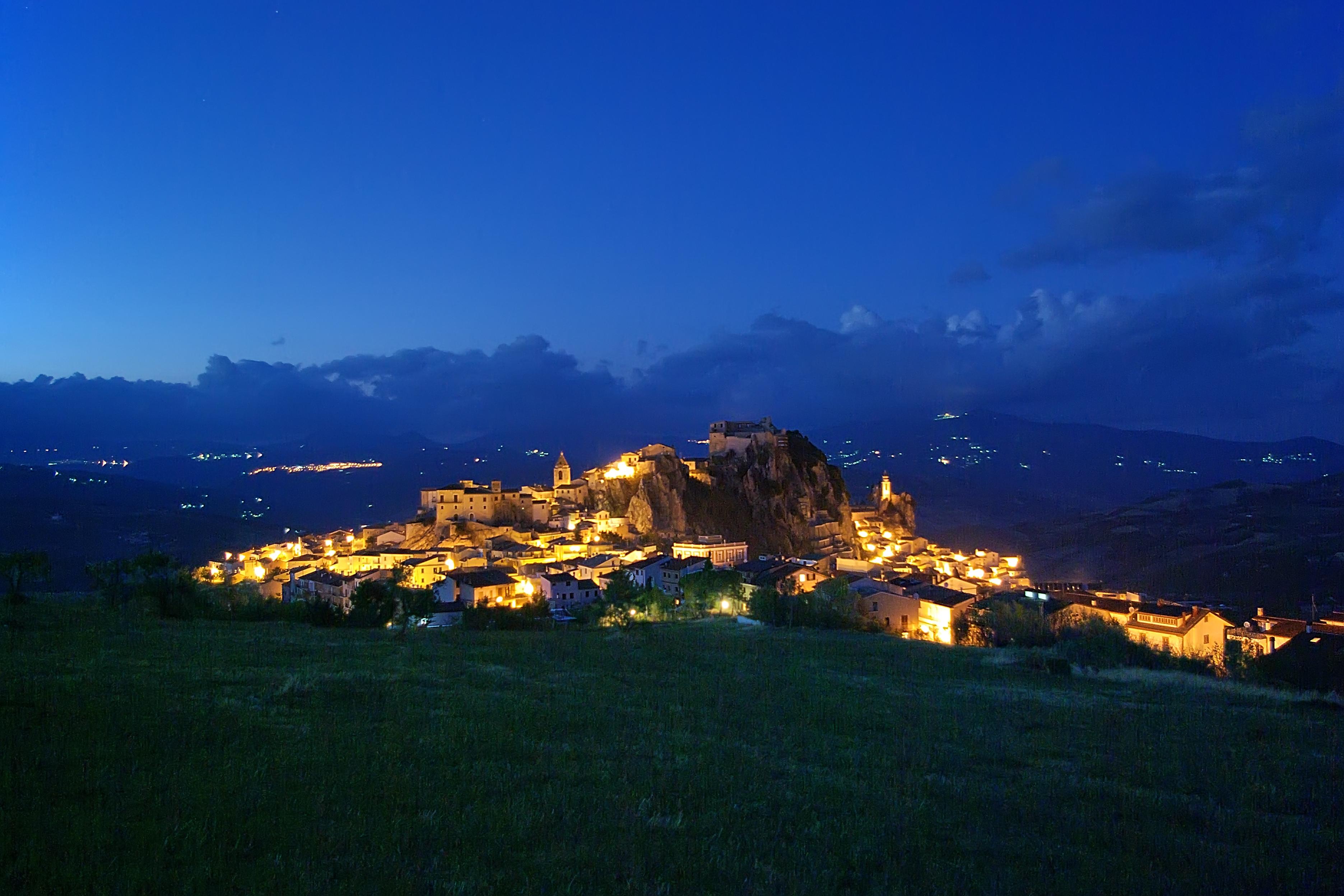 Bagnoli del Trigno -panorama sera da sotto monte San Pietro